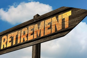 Choosing Between a 401(k) and a Roth IRA